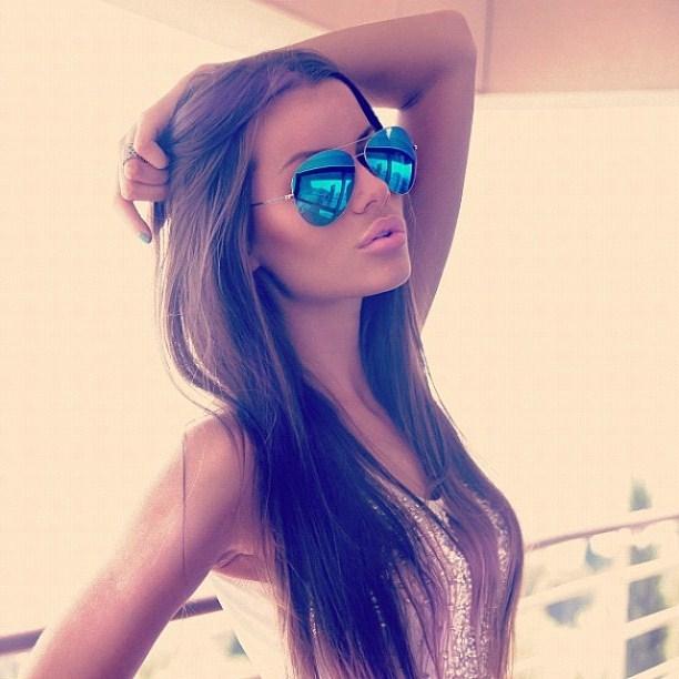 Фото девушка в очках на аву