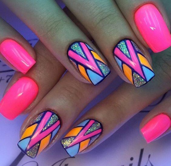 Яркие ногти для лета